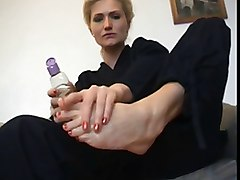 Blondie barefoot footjob