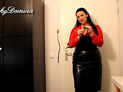 kinkydomina in leather skirt - sph