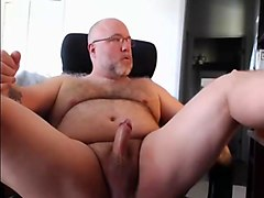 Beefy hairy mature bear cums