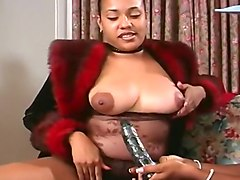 Africa And Samarra Masturbate With Dildo