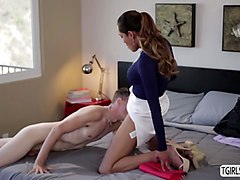 petite tranny jessica fox dominates chad diamond and pushes him in bed to get fuck